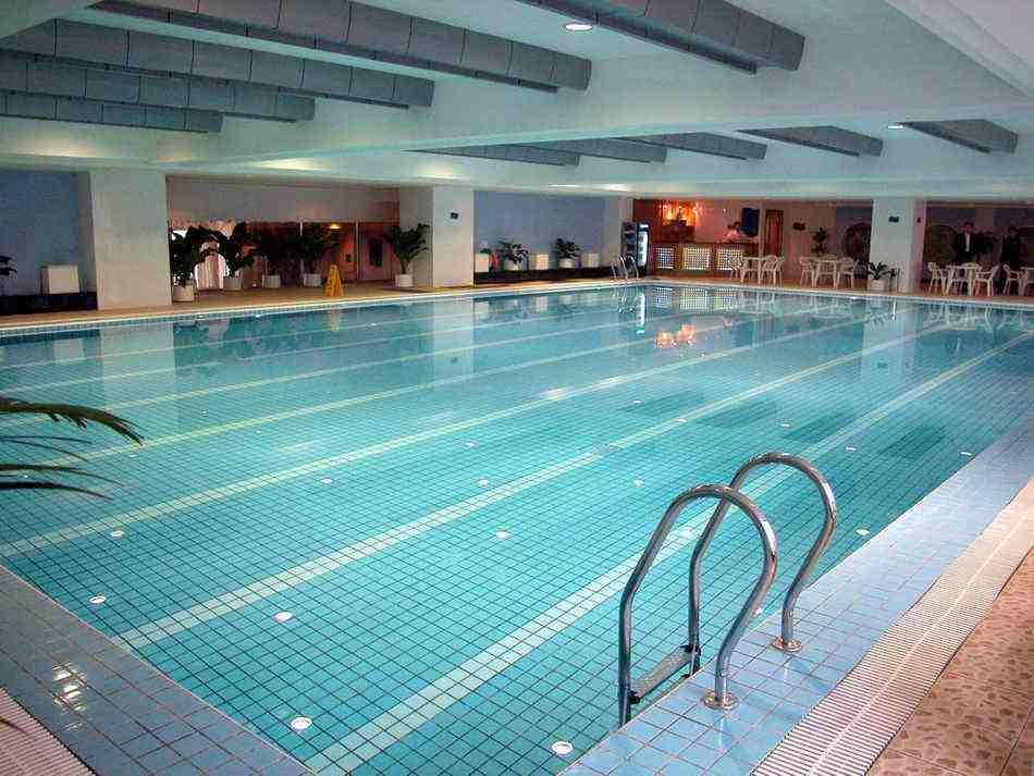 用除湿机来解决游泳环境的闷热
