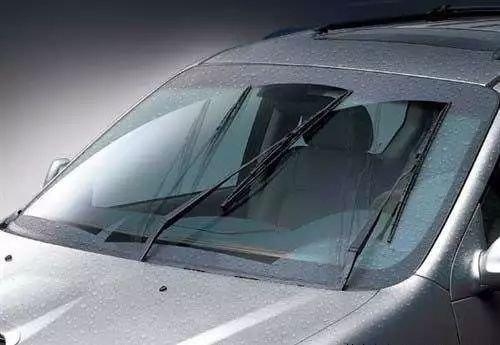 梅雨季开车如何保证安全?